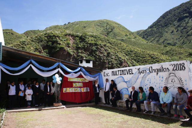 A la secundaria tucumana de Las Arquitas se llega tras 9 horas a caballo.