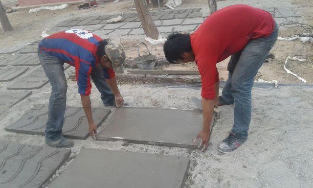 La cisterna se hace con 63 placas de concreto hechas por la propia comunidad.