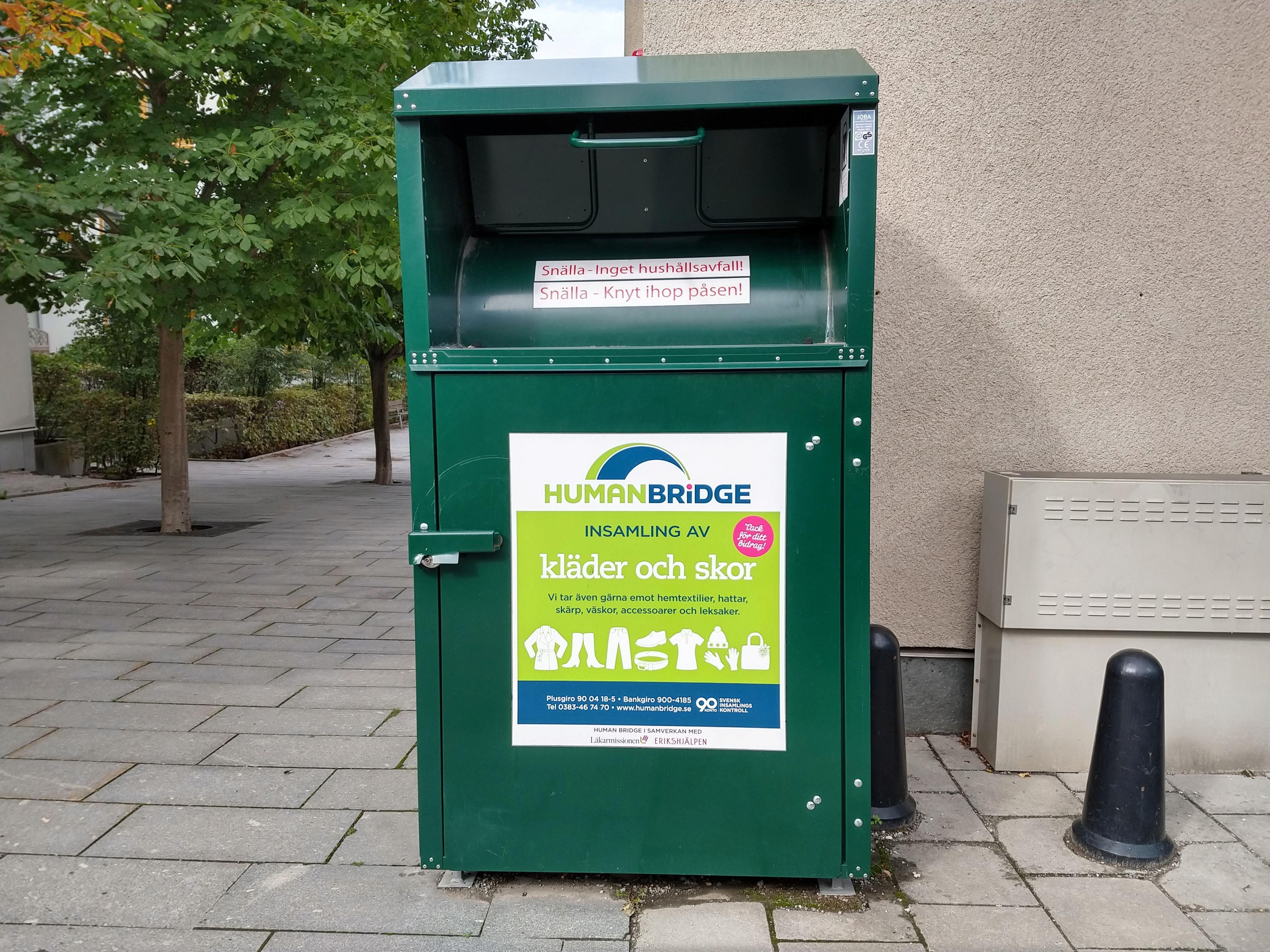 Un tacho de basura para ropa. Foto: Irina Sternik.