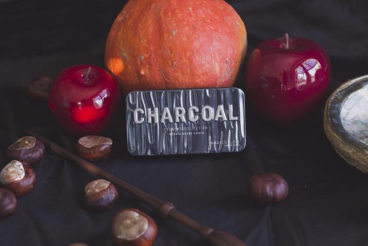 Palette smoky chacoal box madmoizelle sorcière moderne octobre 2019