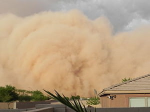 "July 5, 2011 A Super Sand Storm, reported by some Phoenix media channels as ""The largest Sand Storm in the history of Arizona"" by Roxy Lopez (Own work) [CC BY-SA 3.0 (http://creativecommons.org/licenses/by-sa/3.0) or GFDL (http://www.gnu.org/copyleft/fdl.html)], via Wikimedia Commons"