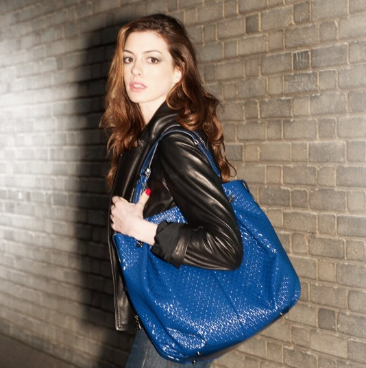 Anne Hathaway con Tod's Signature