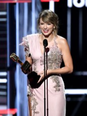 Taylor Swift In Atelier Versace