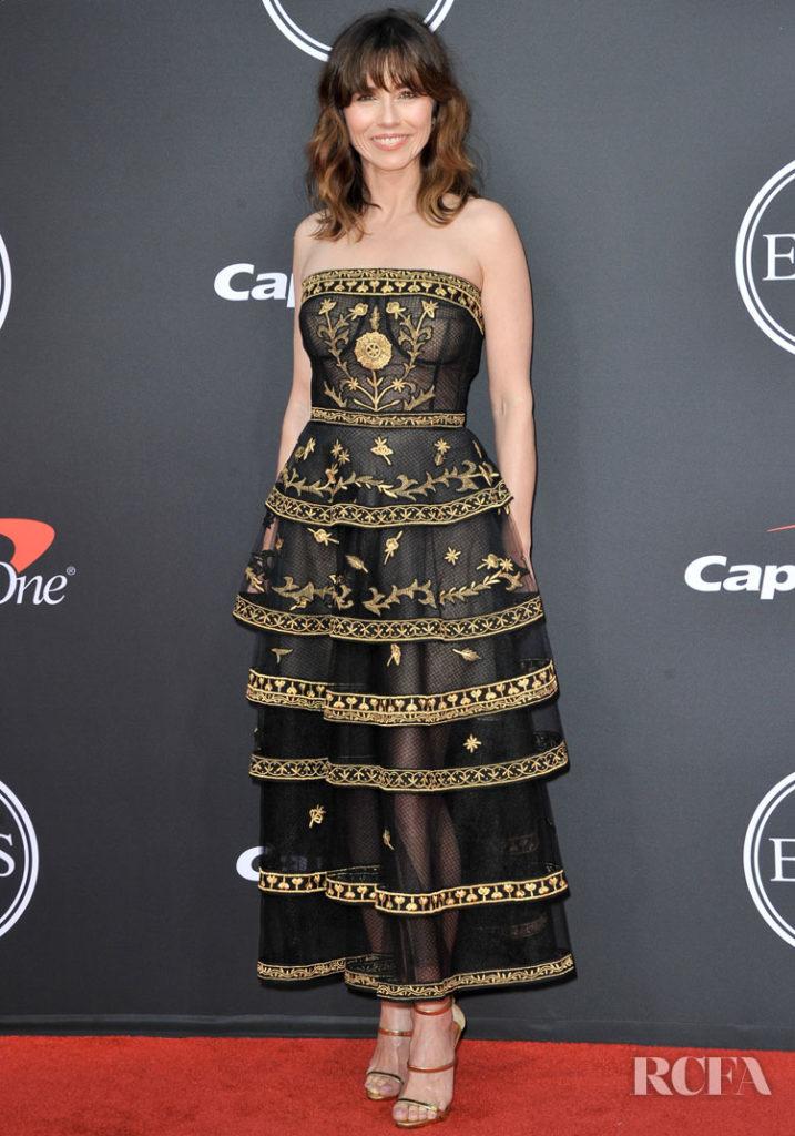 Linda Cardellini Was Elegant In Oscar de la Renta For The 2019 ESPYs