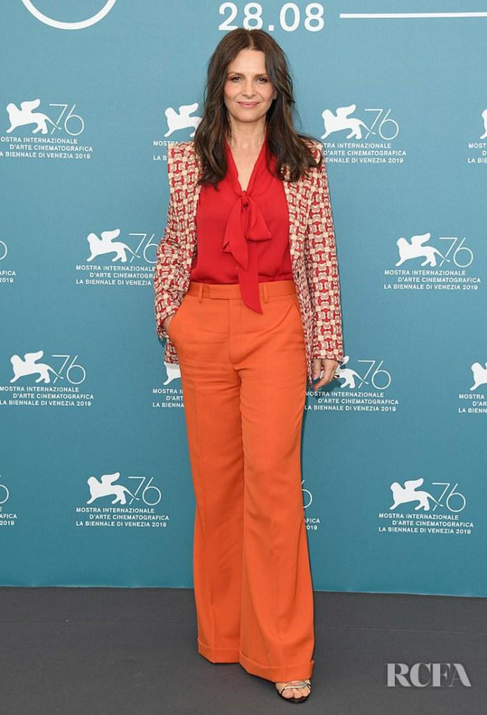 Juliette Binoche's Colour-Blocks Was On Point For The 'La Vérité Venice Film Festival Photocall