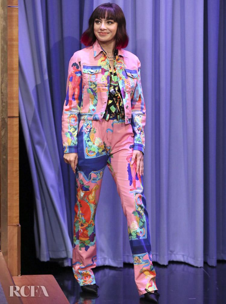 Charli XCX Rocks Versace On The Tonight Show Starring Jimmy Fallon