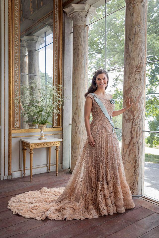 Crown Princess Victoria Celebrates Her 10th Wedding Anniversary In Elie Saab Haute Couture