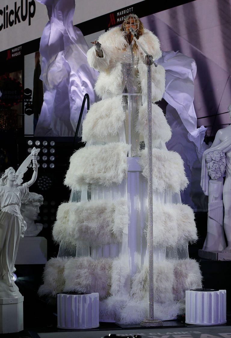 Jennifer-Lopez-Valentino.jpg?w=768&ssl=1
