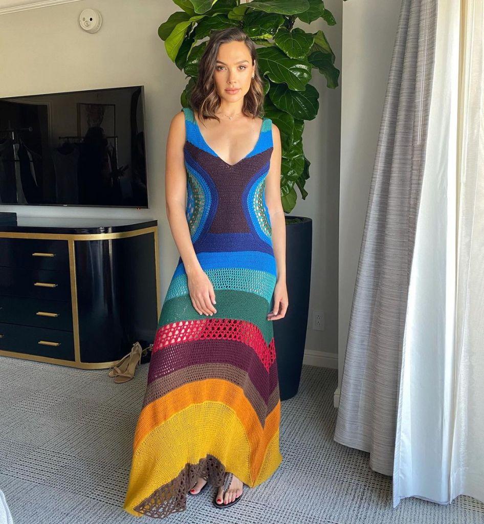 Gal Gadot Wore Gabriela Hearst & Alaïa During The 2021 Sun Valley Film Festival
