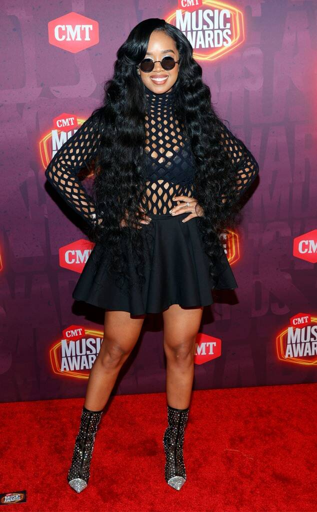 H.E.R. Wore Valentino To The 2021 CMT Music Awards