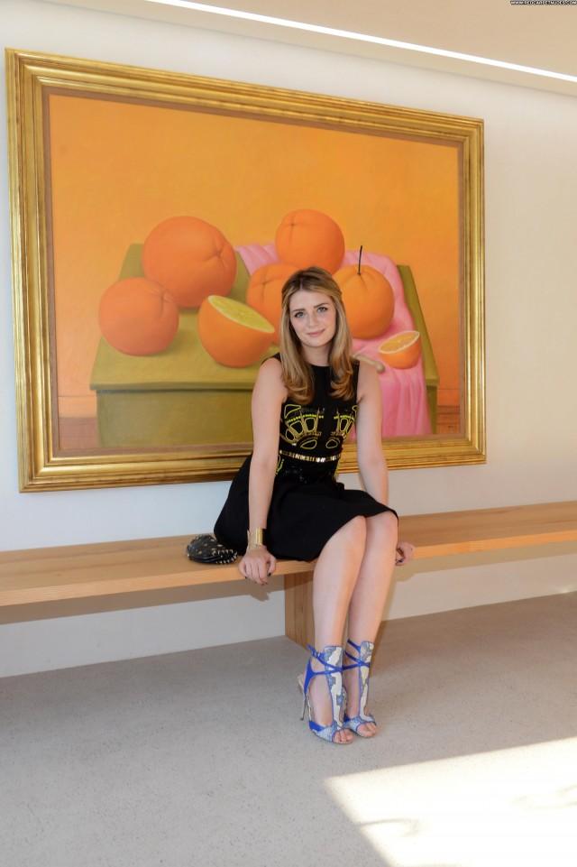 Mischa Barton Exhibition High Resolution Beautiful Babe
