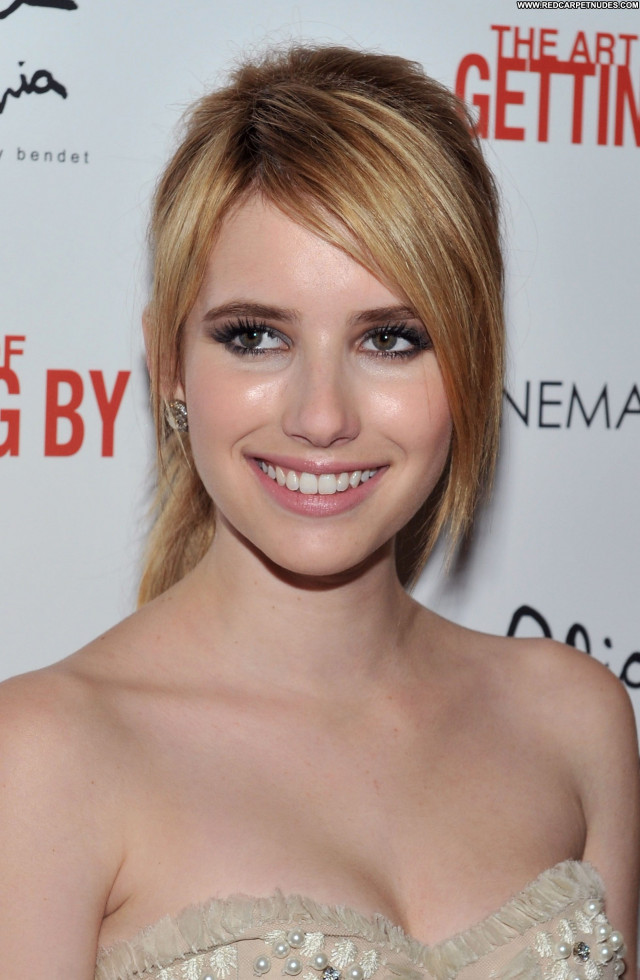 Emma Roberts Celebrity Posing Hot Beautiful Babe High Resolution Hot