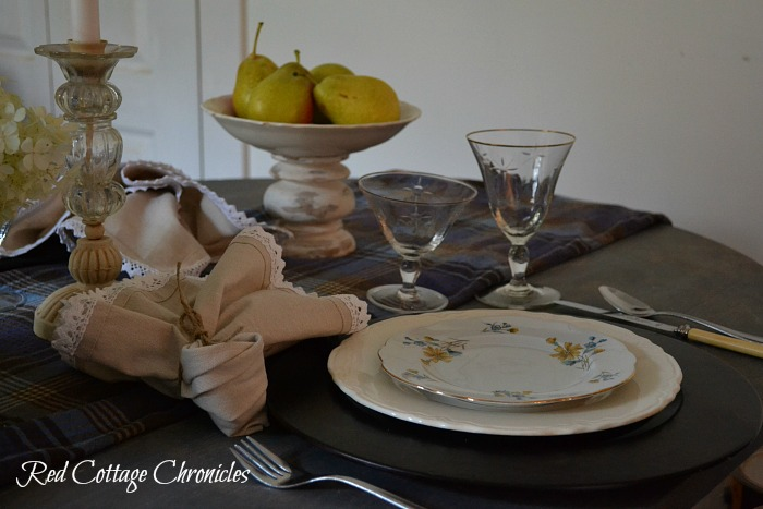 Early Autumn tablescape - table setting essentials