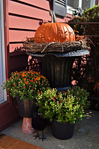 Easy Autumn Porch Decor & Easy Two Step Wreath