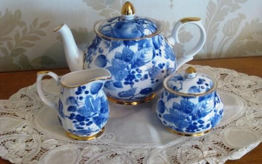 blue and white tea set