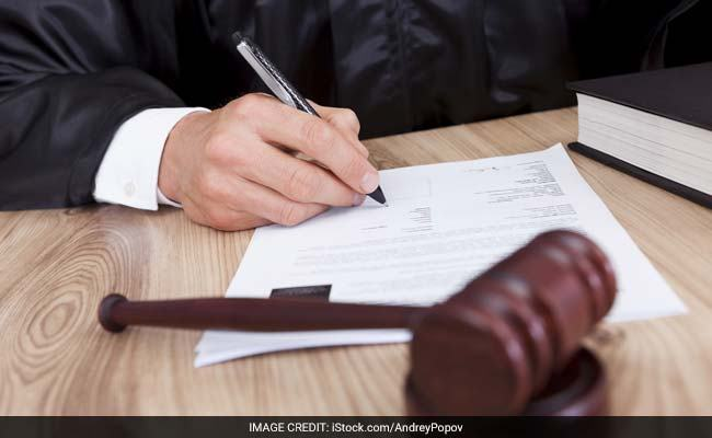 """""""Waiver of wife to her right to maintenance in an agreement does not amount to barter of her statutory right under Section 125 CrPC: Bombay High Court """""""