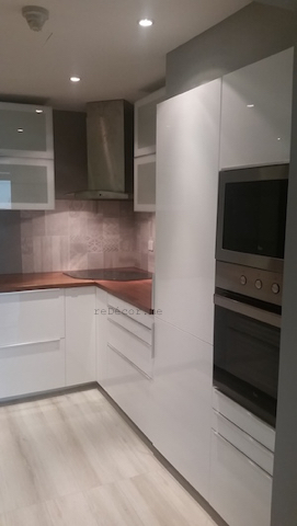 modern tiles, grey patterns, Kitchen remodeling in Old Greens, dubai, design and consultation, wooden kitchen counter, floor wood looking tiles, corner hood and hob
