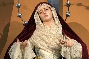 Nuestra Madre ataviada para Corpus Christi y la época estival