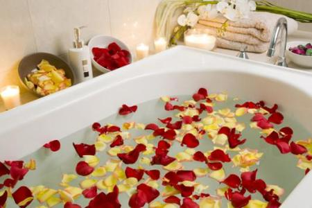 Un Simple Baño de Pétalos para Florecer