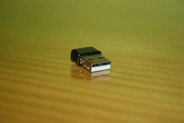 Conector USB del adaptador Wi-Fi Edimax EW-7822ULC con todo detalle