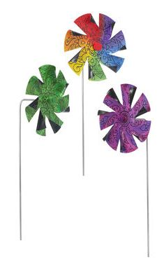 Reclaimed Record Pinwheels – Turns scratched vinyl into garden ornaments