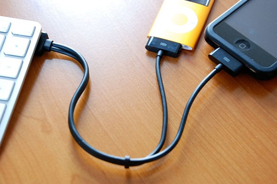 Connect two iOS devices with this one duaLink cable