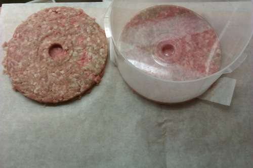 Use your old CD-R spindle case to make the perfect hamburgers