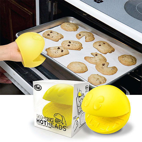 Pac-Man Oven Mitts keep your kitchen geeky