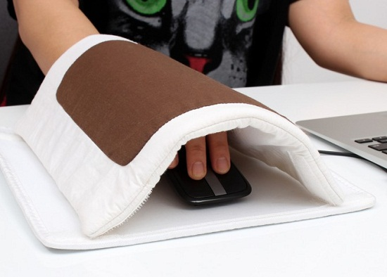 Futon Warming Mouse Pad is a heated blanket for your hand