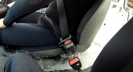 The Escape Belt means easy underwater release