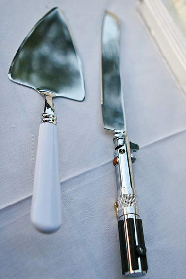 lightsaberweddingcakeknife