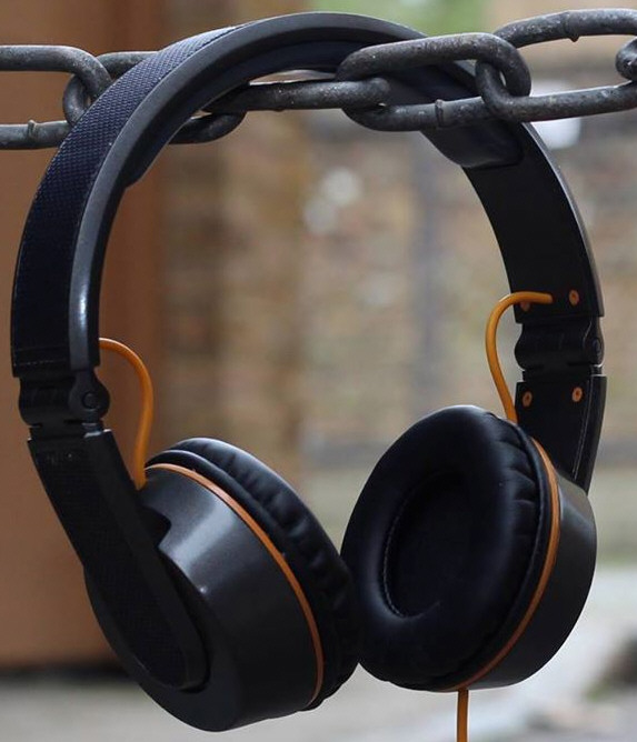 OnBeat Solar Headphones – hands on with headphones that charge your phone from the sun [Video]