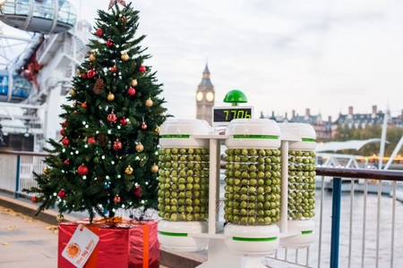 Londoners enjoy Christmas with a uniquely powered Christmas tree