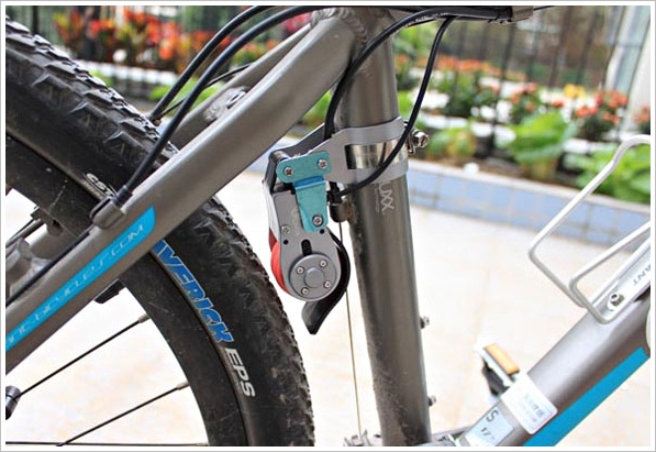 2 in 1 Bicycle Generator for Smartphones – stop wasting money on batteries and charging, put your pedal power to use instead