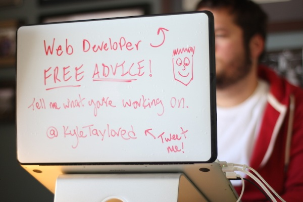 DrawAttention – turn the back of your laptop into something useful