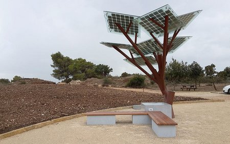 "This ""tree"" lets you charge your cell and gives you wi-fi too"