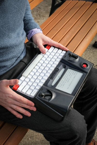 Hemingwrite in use