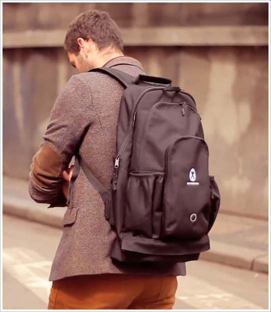 BagoBago – the clever little backpack with a built-in stool