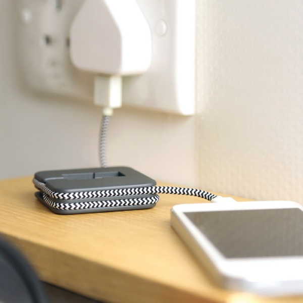 Jump Cable With Lighting Charger – an emergency battery that fits in your pocket