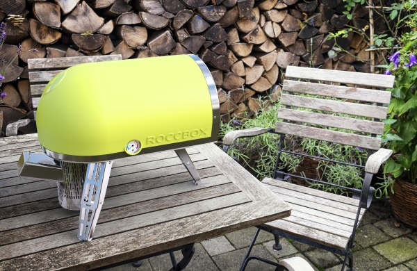 Roccbox – outdoor cooking designed like a pizzeria