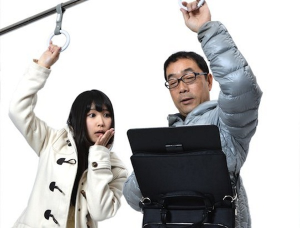 thanko-hands-free-tablet-holder-standing-commuter-1
