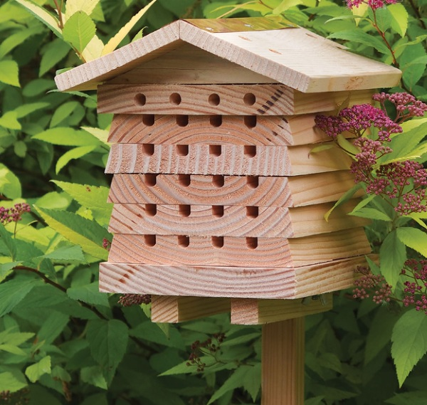 British Horticulturist Bee House – attract some beneficial new tenants into your yard