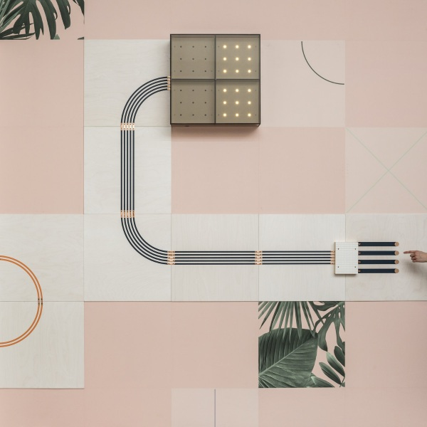 Conduct – this wallpaper actually does something