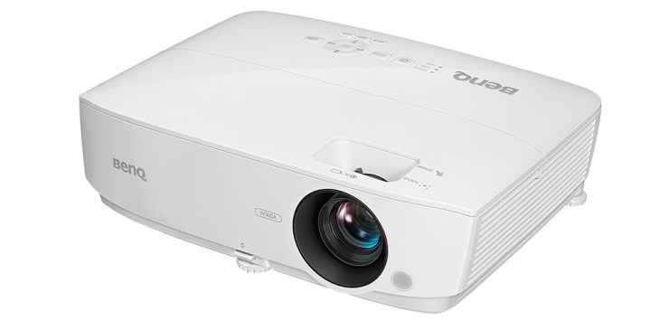 NEW BenQ W1050 – How Good Does it Look on a DIY Projector Screen? [REVIEW]