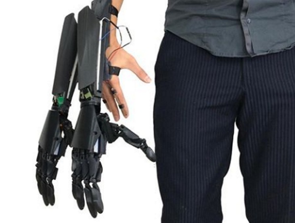 Double Hand – get an extra hand with this robot