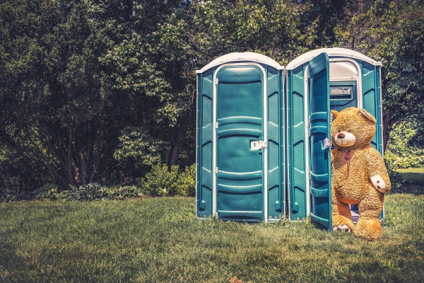 Vermicomposting Toilet – conveyor belts and worms for a better outdoor bathroom experience