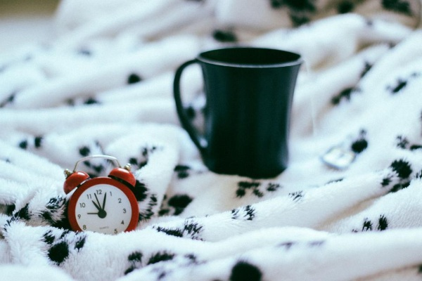 Should We Work Less In The Winter – shorter office hours and more sleep hours