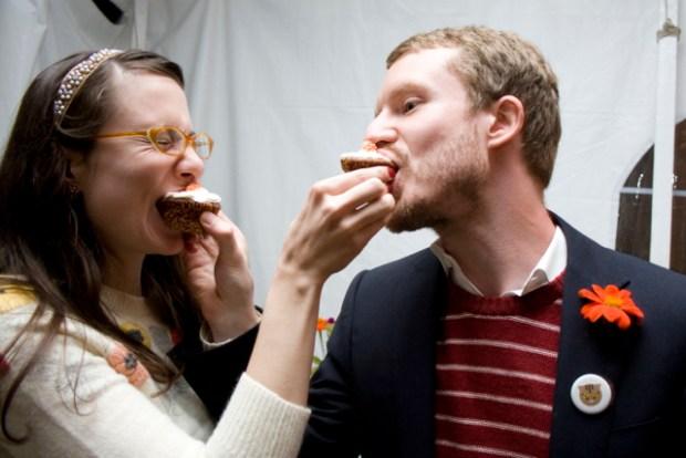 Wedding Anniversary Week: The Cake | Red-Handled Scissors