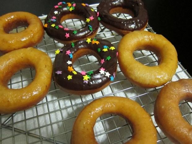 Sunday Snapshot: Homemade Yeast Donuts | Red-Handled Scissors