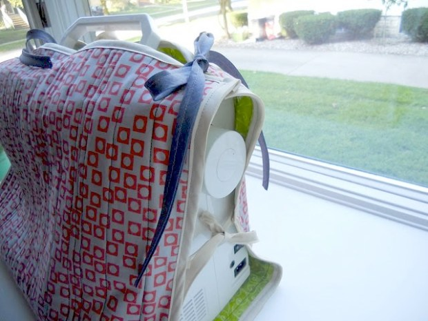 Friday Internet Crushes: Sewing Machine Cozy   Red-Handled Scissors
